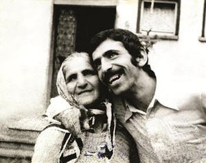 Ahmet Abakay - Ahmet Abakay with his mother Hoşana.