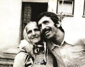 Ahmet Abakay - Ahmet Abakay with his mother Hoşana.