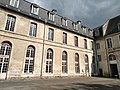Abbaye de Saint-Riquier, façade côté cour 03.jpg