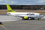 Air Baltic, YL-BBQ, Boeing 737-522 (33010471253).jpg