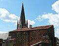 Airvault église flèche.JPG