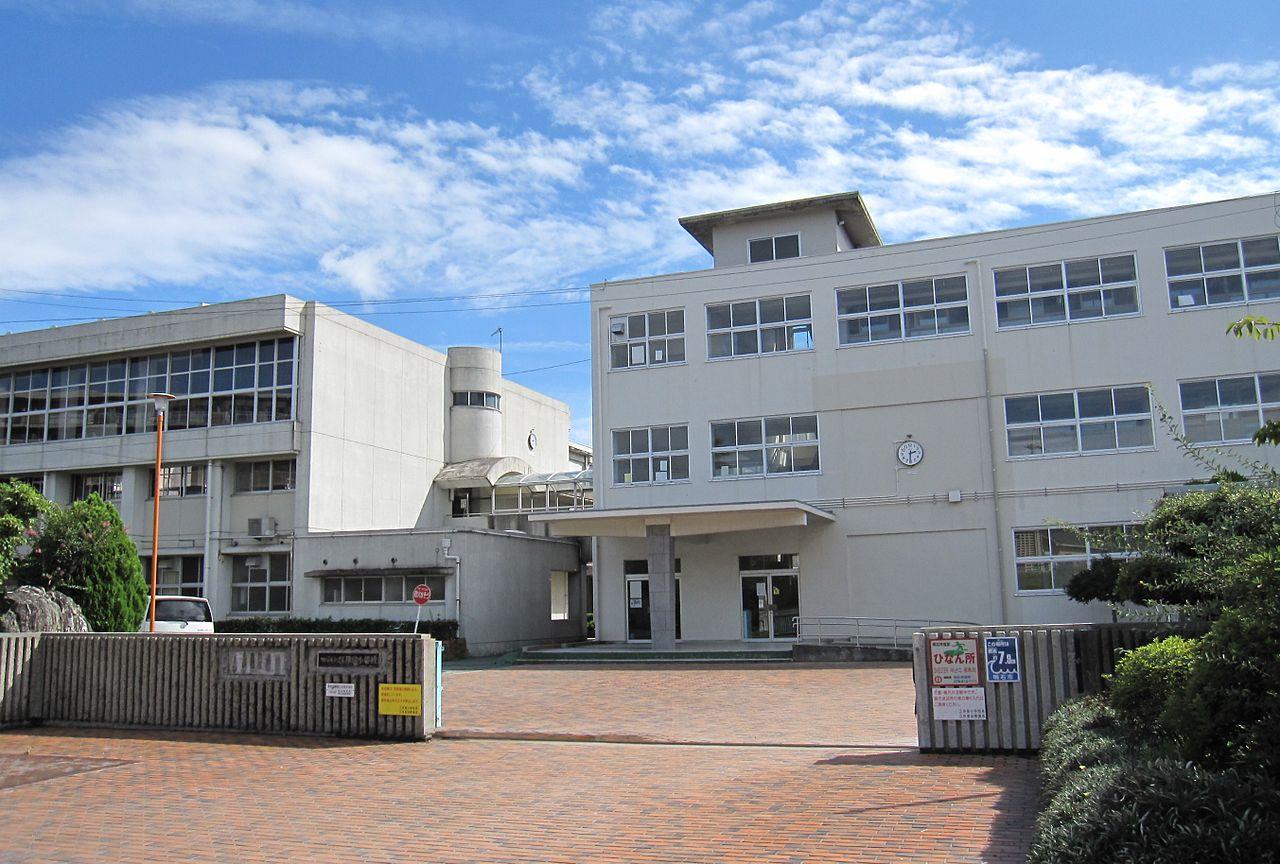 Akashi City Eigashima elementary school.JPG