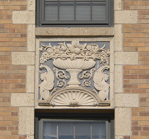 File:Alhambra Apts (Sioux City) S Wall Ornament 1.JPG