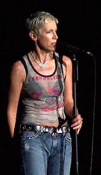 Annie Lennox - Annie Lennox on stage in 2004