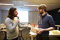 Arnoud Traa overhandigt Jan van Balen de prijs voor Beste Muzikale Productie.jpg