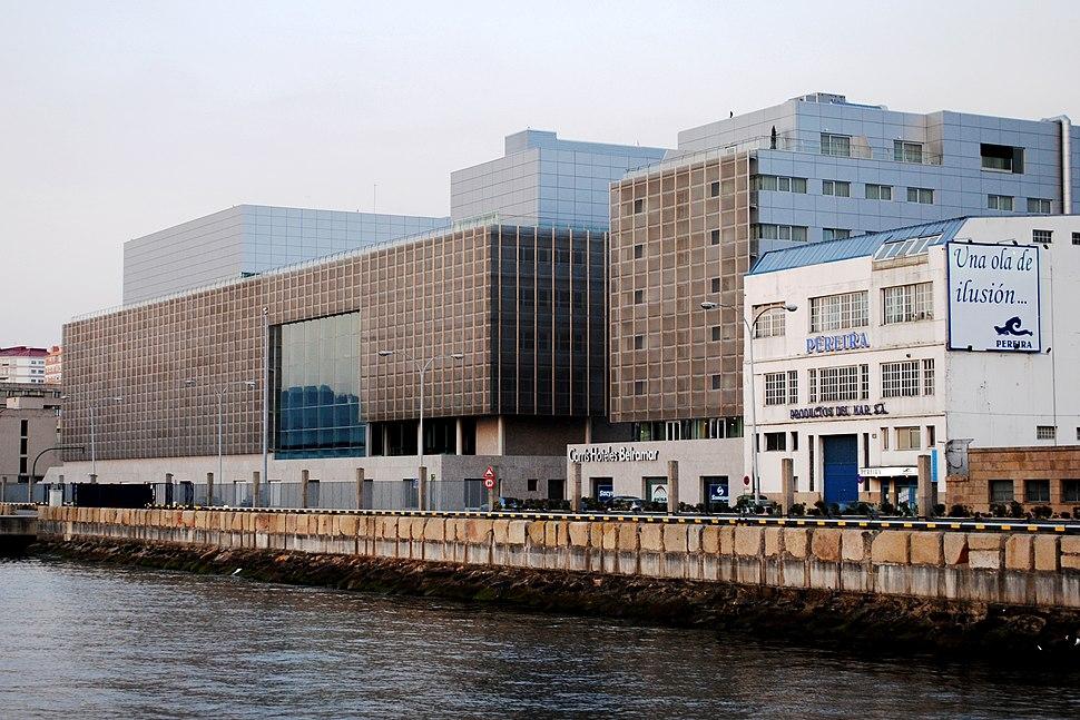 Auditorio Mar de Vigo, dende o peirao