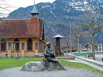 Meiringen - Statue of Holmes and the English Church