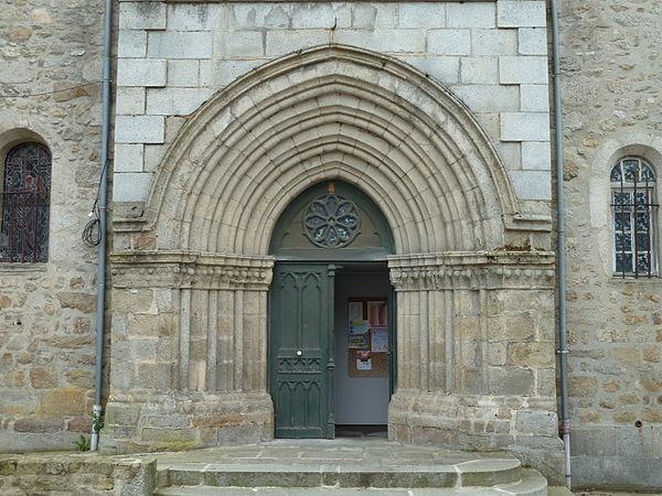 Le portail de l'église Saint-Jacques.