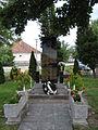 Az I. és II. VH áldozatainak emlékműve Medvén.JPG