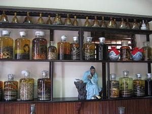 Lệ Mật - Image: Bình rượu rắn