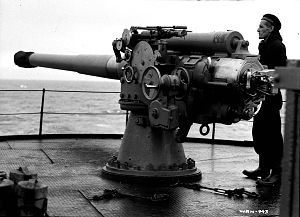 "BL 4 inch naval gun Mk VII - On a ""DEMS"" (defensively equipped merchant ship), 1943"