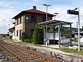 Bahn-Haltepunkt Geigant mit ehem. Bahnhofsgebäude.JPG