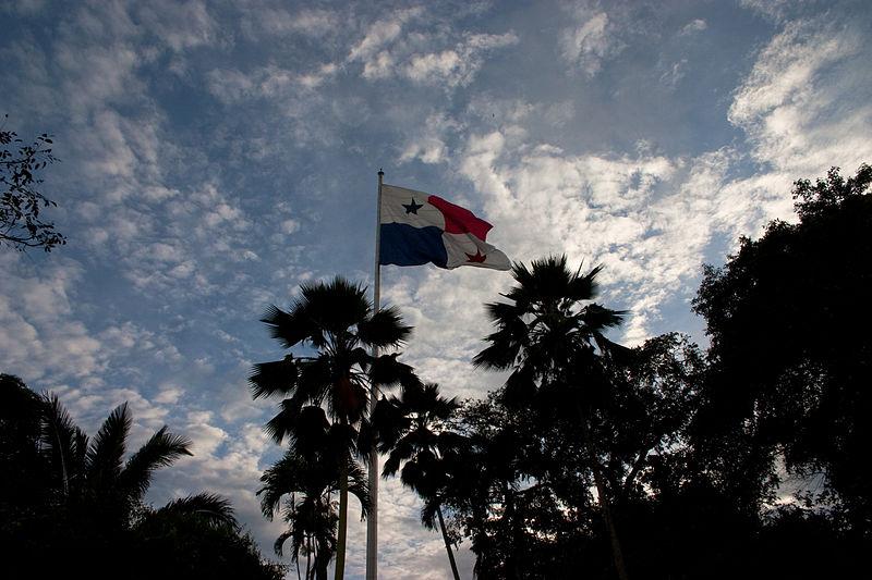 File:Bandera en el Cerro Ancón.jpg