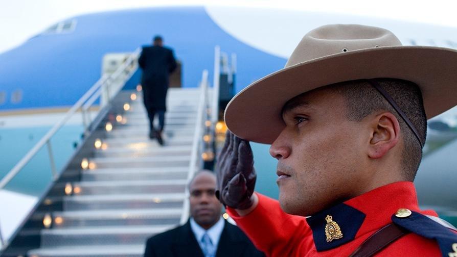 Barack Obama boards Air Force One in Ottawa 2-19-09