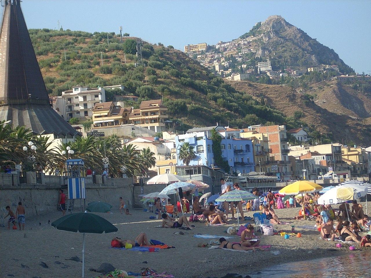 File beach giardini wikimedia commons - I giardini di naxos ...