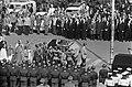 Begrafenis Adenauer, militairen met kist uit de Dom in Keulen, Bestanddeelnr 920-2638.jpg