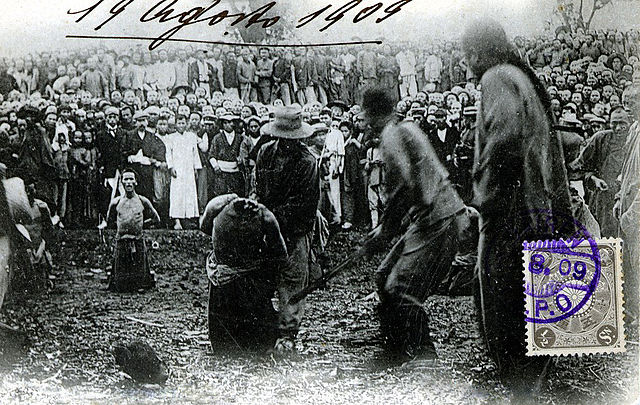 Tieling China  city photo : Beheading robbers in Tieling China 1909 2 Wikimedia Commons