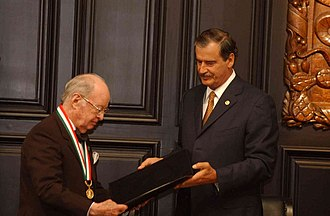 Belisario Domínguez Medal of Honor - Carlos Canseco González is awarded the Belisario Domínguez Medal by President Vicente Fox