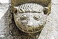 Bestiaire sculpté, au-dessus du portail de l'église.jpg