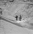 Bevloeiingswerken bij de kibboets Hakuk bij het Meer van Tiberias Arbeiders bez, Bestanddeelnr 255-4794.jpg