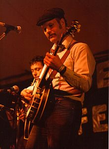 Bill Keith, banjoist on stage at Cambridge Folk Festival, July 1985.jpg