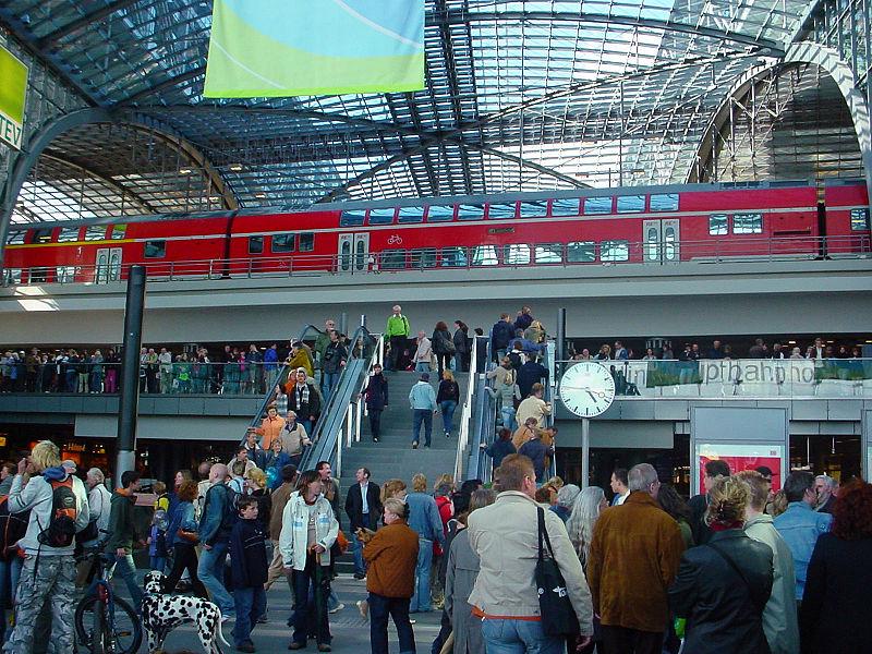File:BlnHauptbahnhof34.jpg