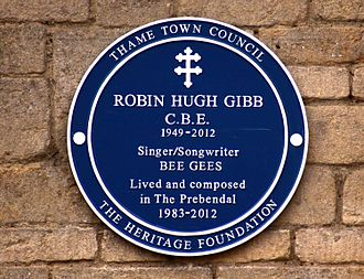 Robin Gibb - Blue plaque of the Heritage Foundation commemorating Robin Gibb at his home (The Prebendal) in Thame, Oxfordshire