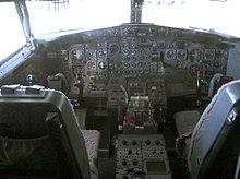 Во время посадки в аэропорту самолет Boeing- 737 едва не задел стаю птиц правым крылом.  Это уже не первый факт...