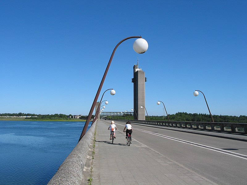 Boussu-lez-Walcourt (Belgium),  the Platte-Taille lake, the dam and the scenic tower.