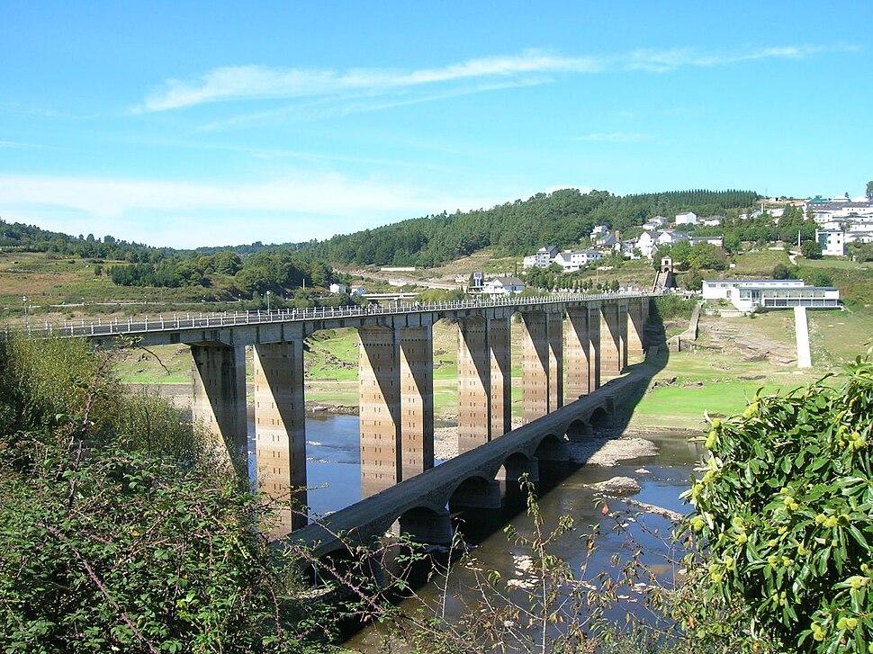 Bridge, Miño river, Portomarín, Lugo, Spain