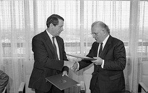 Bundesarchiv B 145 Bild-F081281-0020, Abkommen...