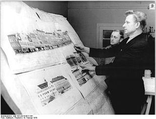 Architekt am rei brett 1970 for Architekt leipzig