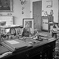 Bureau van prins Bernhard in diens werkkamer, Bestanddeelnr 255-7756.jpg