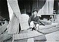 Cụ ông bán chiếu cói, năm 1900.jpg