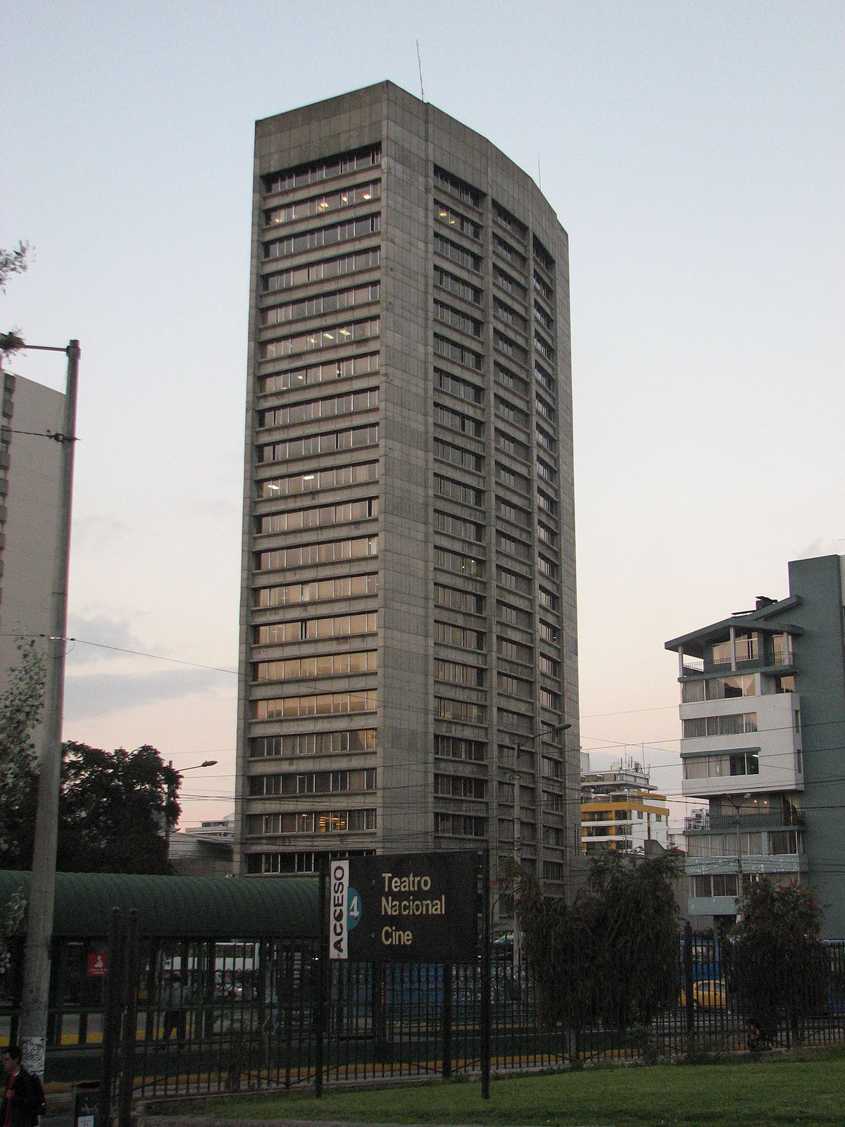 Corporaci n financiera nacional wikipedia la for Edificio puerta del sol quito