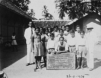 Cilegon - Photos of Groepsportret van leerlingen van de H.I.S. in Tjilegon (Cilegon), West-Java.