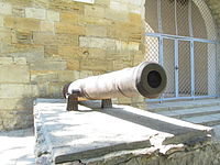 Cannon near western wall of Russian gates in Anapa (left).jpg