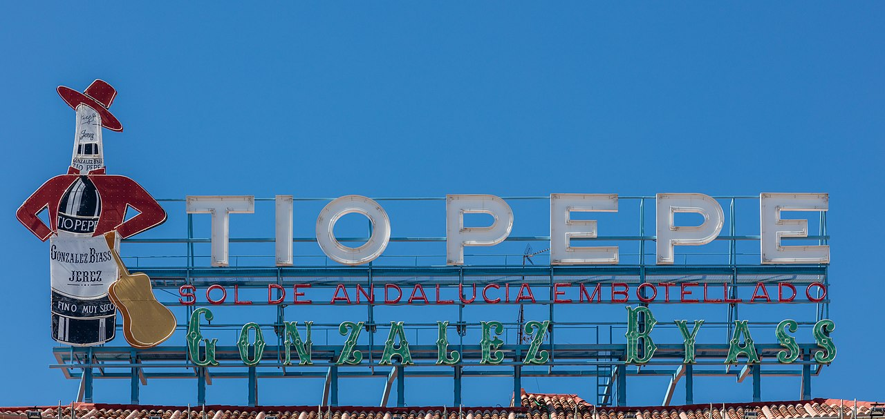 File cartel de t o pepe plaza del sol madrid espa a for Cartel tio pepe madrid