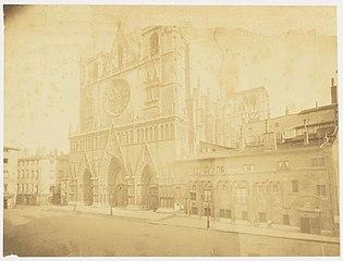 Photographie de la façade principale de la cathédrale de Lyon