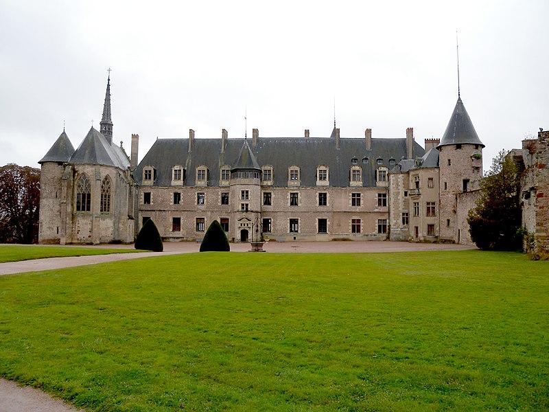 File:Château Lapalisse.jpg