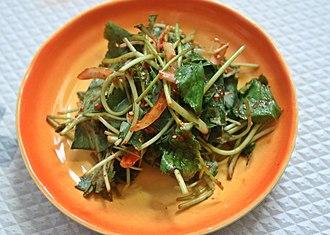 Namul - Image: Chamnamul muchim (Pimpinella brachycarpa)