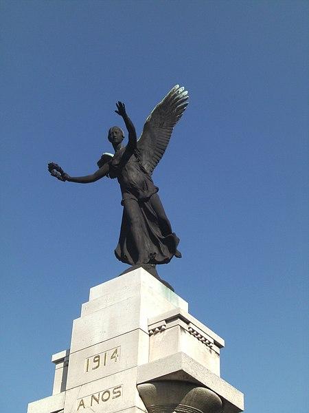 """Monument """"À nos martyrs 1914-1918; 1940-1945"""" Charleroi - (Belgique) - avenue de Waterloo - détail Inauguré en 1922, le monument est dû à l'architecte et bourgmestre Émile Devreux et au sculpteur Jules Lagae"""