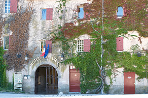 Châteauneuf-le-Rouge - Town hall
