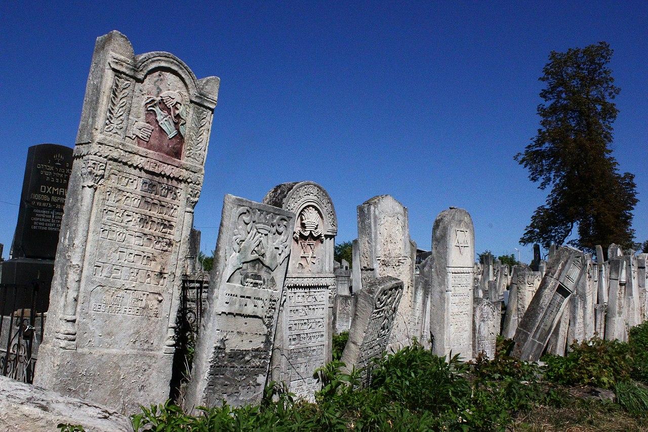 Chernivtsi Jewish Cemetery 05.JPG