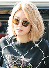 Choi Soo-young at Gimpo Airport on July 2015.jpg
