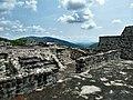 Cima de pirámide en Xochicalco.jpg