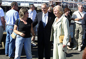 Wesley Clark - Clark (center) with his wife Gertrude (right) in Seattle, Washington, on August 19, 2004.