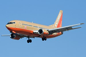 Classic Colors Southwest Airlines N648SW Boeing 737-3H4 SJC.jpg