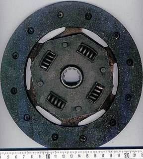 Clutch machine element allowing to switch on or off the transmission of mechanical power between two shafts in a vehicle or another machine