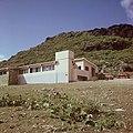 Collectie Nationaal Museum van Wereldculturen TM-20017540 Hunter House Hotel Sint Maarten Boy Lawson (Fotograaf).jpg